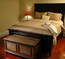 vrbo-society-house-bedroom