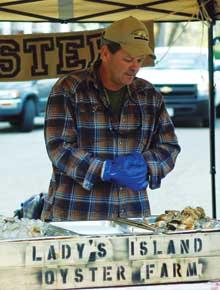oyster-man-gloves