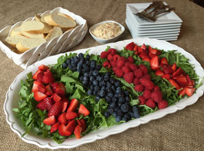 everyday-arugula-berry-salad