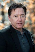 Daren Wang Kicks Off Lunch with Author Series