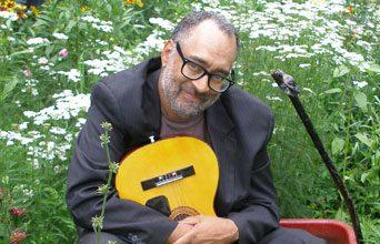 Vance Gilbert Performs Music on Malphrus
