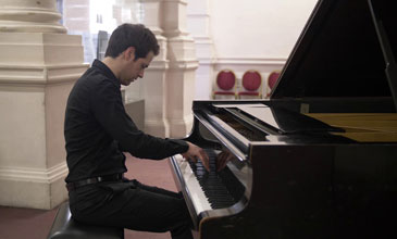 Marco Mantovani, a Magician on the Piano